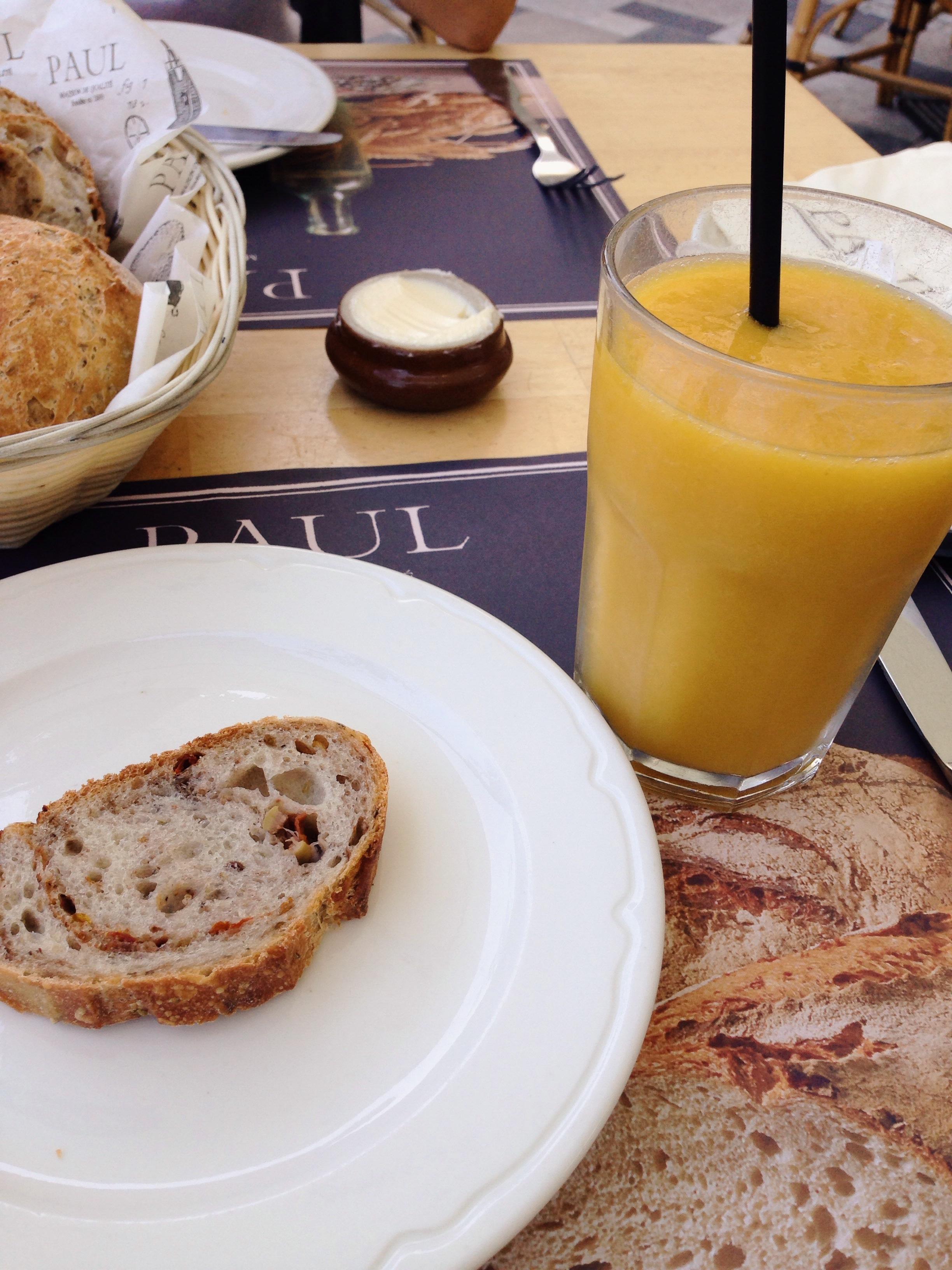 healthy-breakfast-at-Paul
