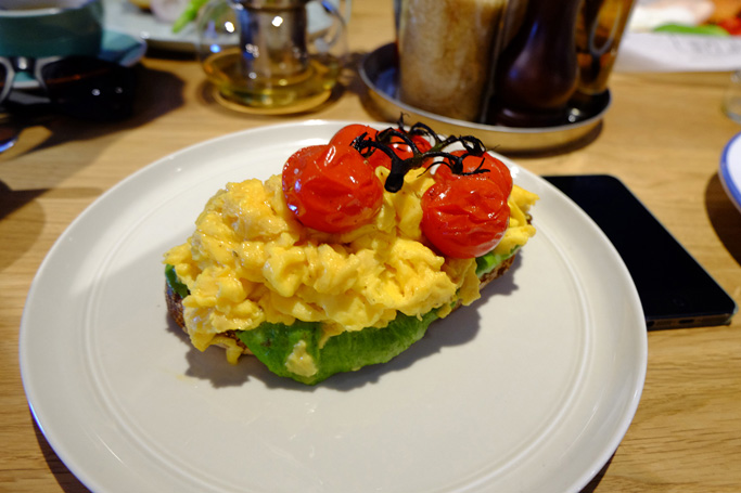 Scrambed Eggs topped with Cherry tomatoes